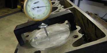 Heath Diesel: Measing piston deck clearnace